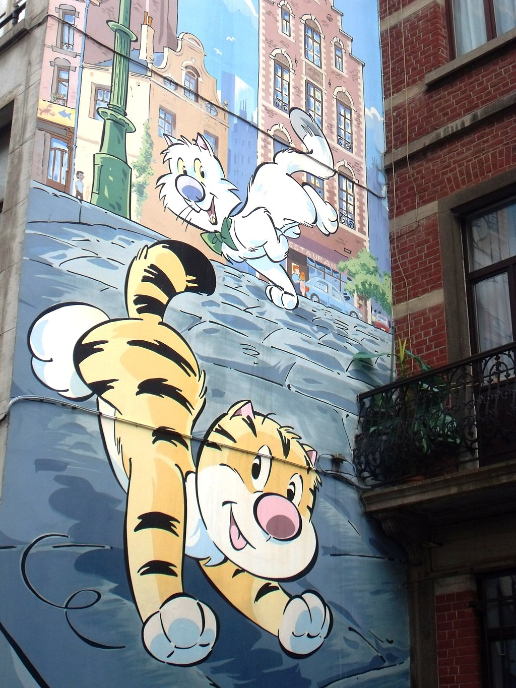Camic Wall in Brussels with cat and dog